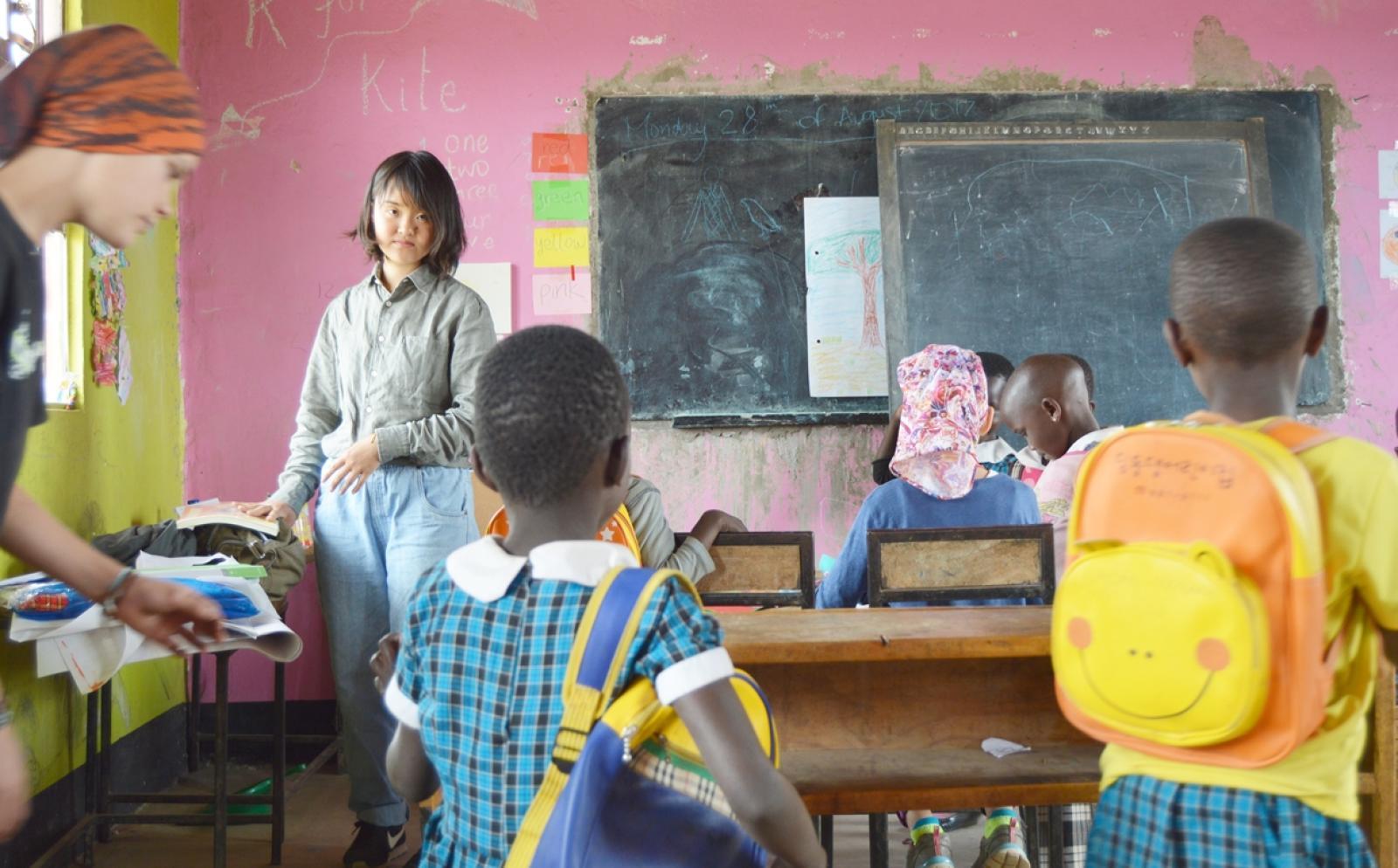 タンザニアでチャイルドケア活動に取り組む日本人ボランティア